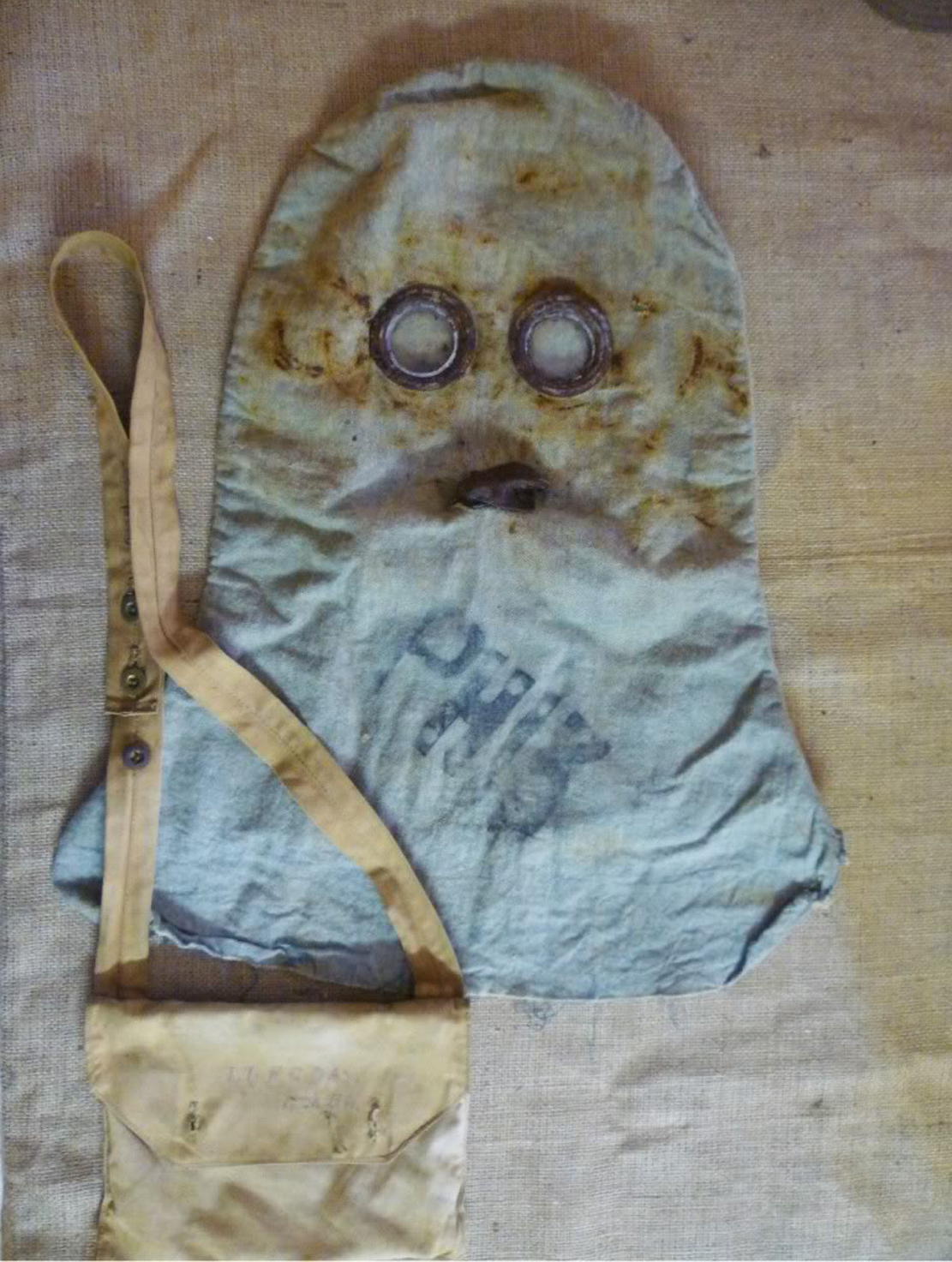 British PH Hood Gas Mask, circa Summer 1915. Similar to Hypo Hood only with 2 mica lenses and an exhaust valve. Image sourced from warrelics.eu.